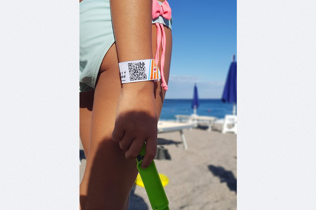 safety-qr-code-bracciale-spiaggia-1
