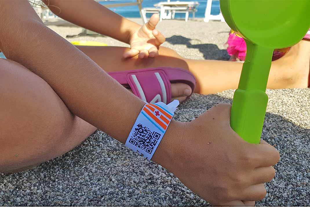 safety-qr-code-bracciale-spiaggia